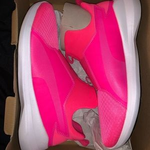 BRAND NEW KNOCKOUT PINK PUMA REBEL MID